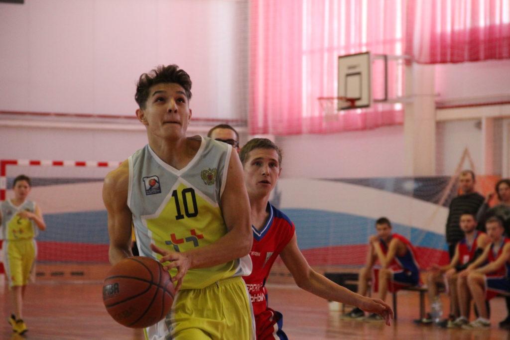 07782076 С 4 по 6 января в ФОК «Юность» прошли зональные соревнования Регионального  этапа Всероссийского турнира по баскетболу среди школьников «КЭС-БАСКЕТ».